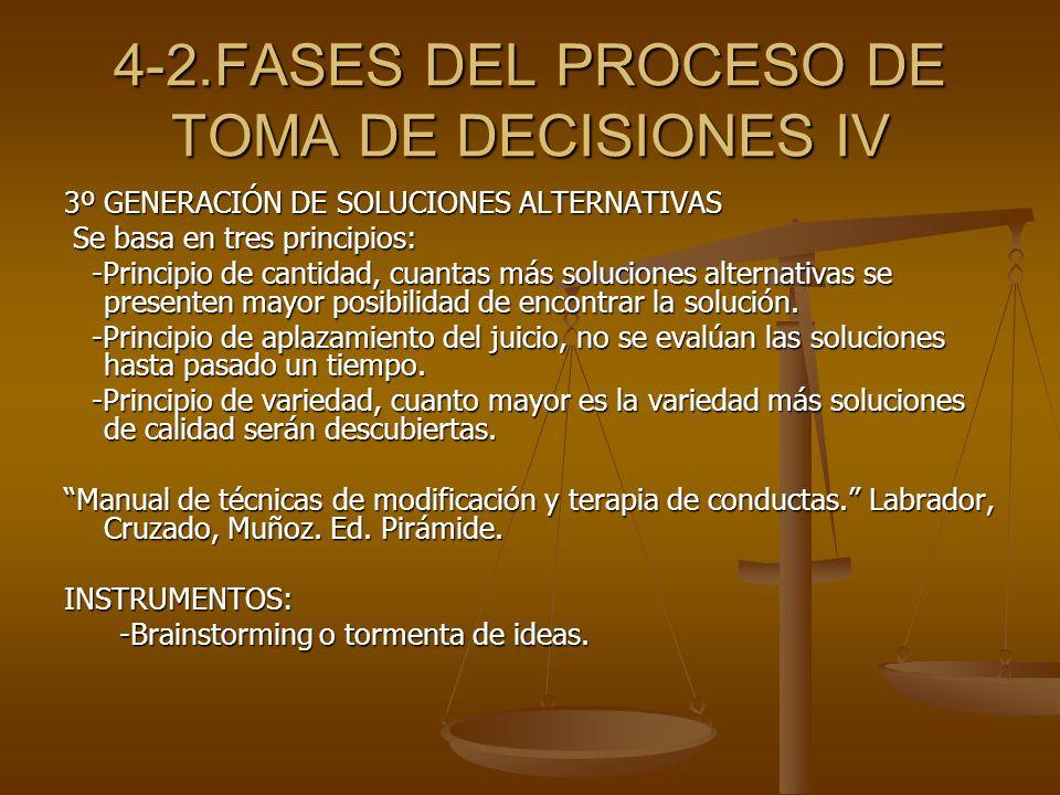 4-2.FASES DEL PROCESO DE TOMA DE DECISIONES IV 3º GENERACIÓN DE SOLUCIONES ALTERNATIVAS Se basa en tres principios: Se basa en tres principios: -Princ