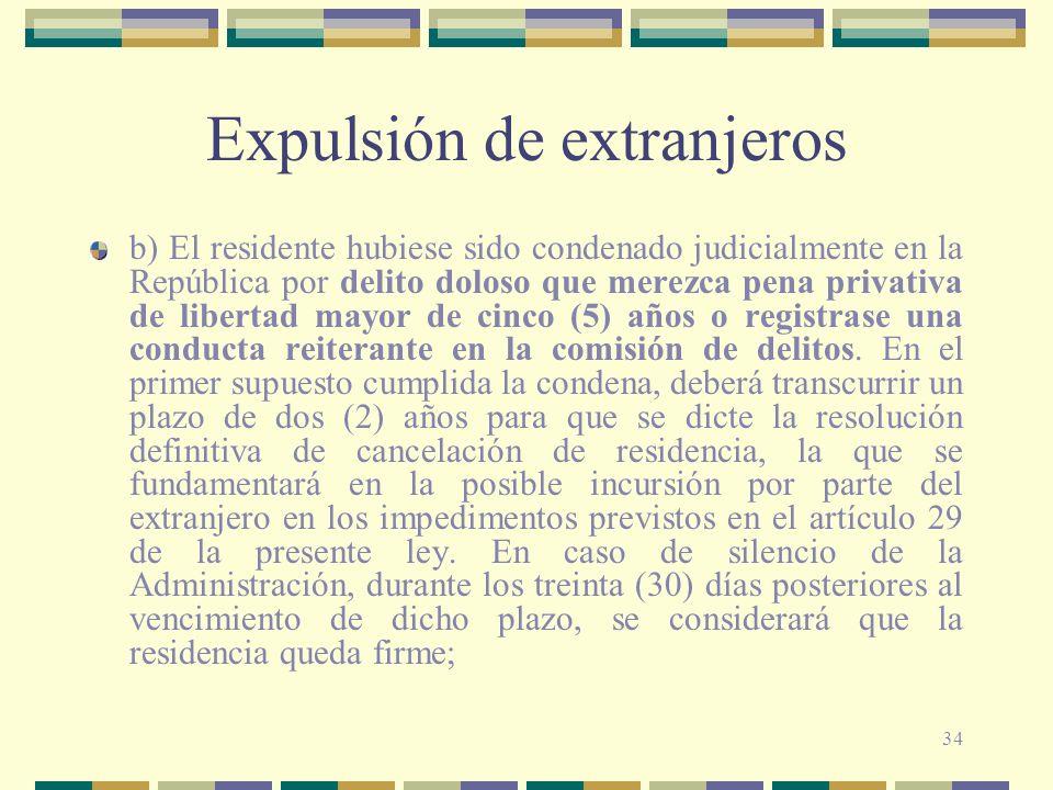 34 Expulsión de extranjeros b) El residente hubiese sido condenado judicialmente en la República por delito doloso que merezca pena privativa de liber