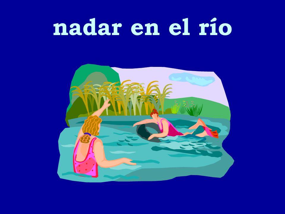 nadar en el río