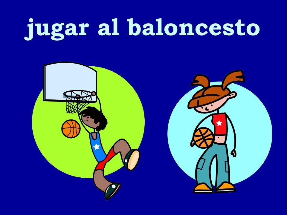 jugar al baloncesto