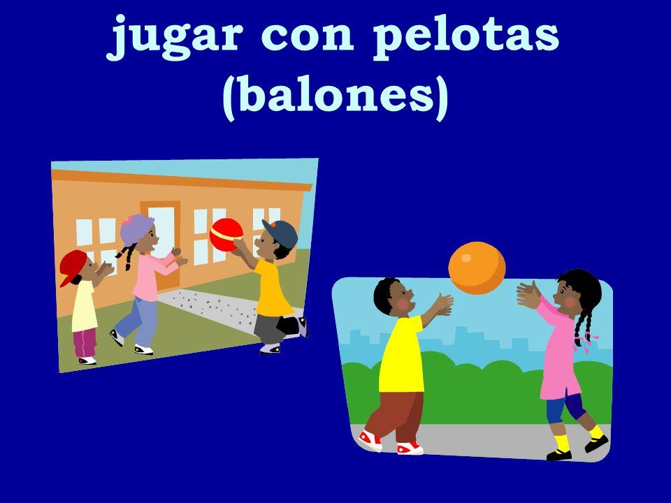 jugar con pelotas (balones)
