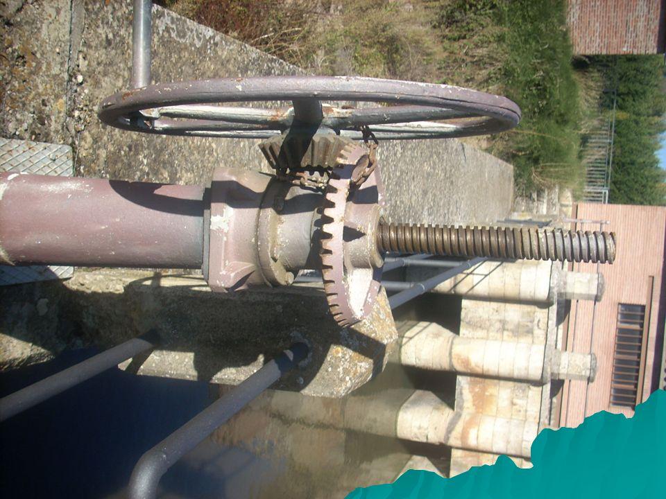 Aprovechamiento industrial Otra forma de aprovechar las aguas del canal era a través de la energía hidráulica obtenida con los saltos de agua.