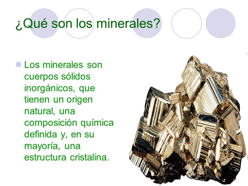 Las características de los minerales son: son sólidos inorgánicos Tienen un origen natural Presentan una composición química definida Poseen una estructura cristalina