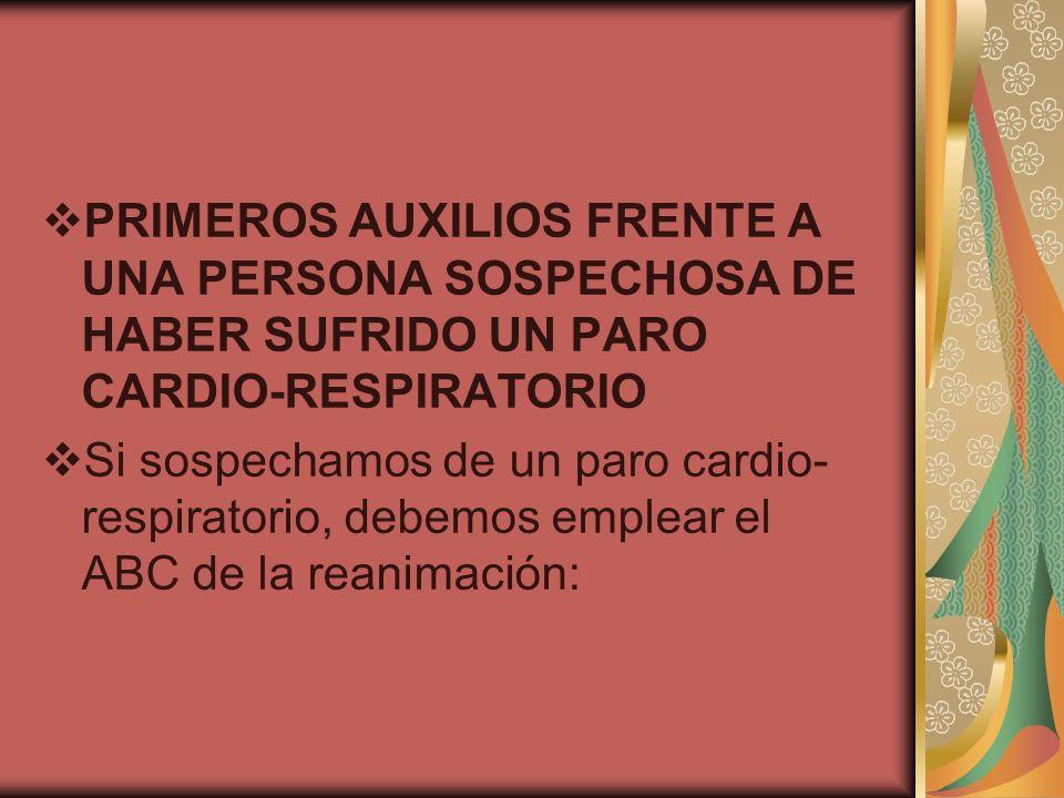 PRIMEROS AUXILIOS FRENTE A UNA PERSONA SOSPECHOSA DE HABER SUFRIDO UN PARO CARDIO-RESPIRATORIO Si sospechamos de un paro cardio- respiratorio, debemos