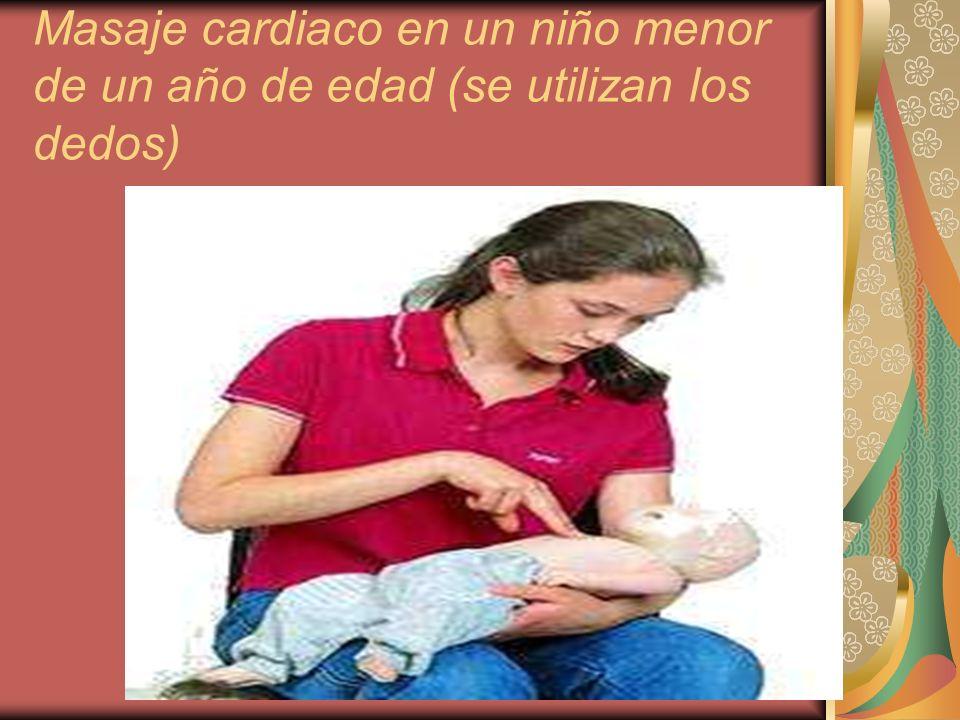 Masaje cardiaco en un niño menor de un año de edad (se utilizan los dedos)