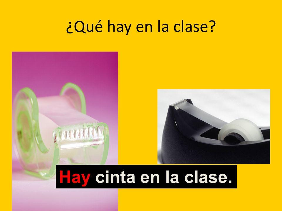 ¿Qué hay en la clase? Hay cinta en la clase.