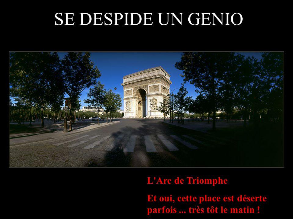 L Arc de Triomphe Et oui, cette place est déserte parfois...