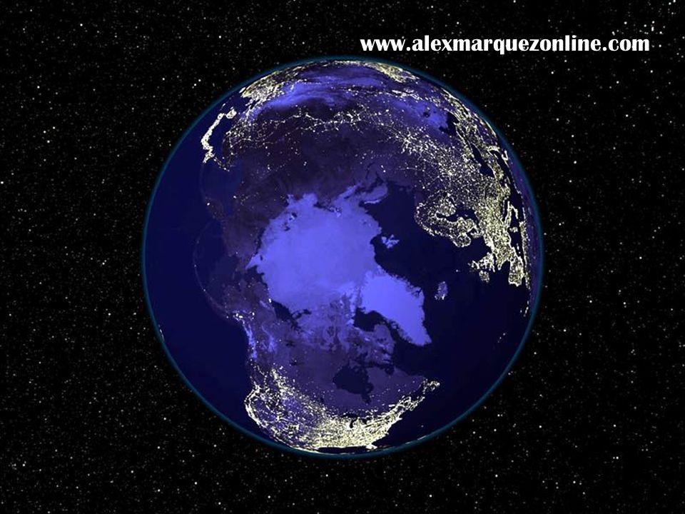 Aún sumergida en la oscuridad del universo es simplemente encantadora… www.alexmarquezonline.com