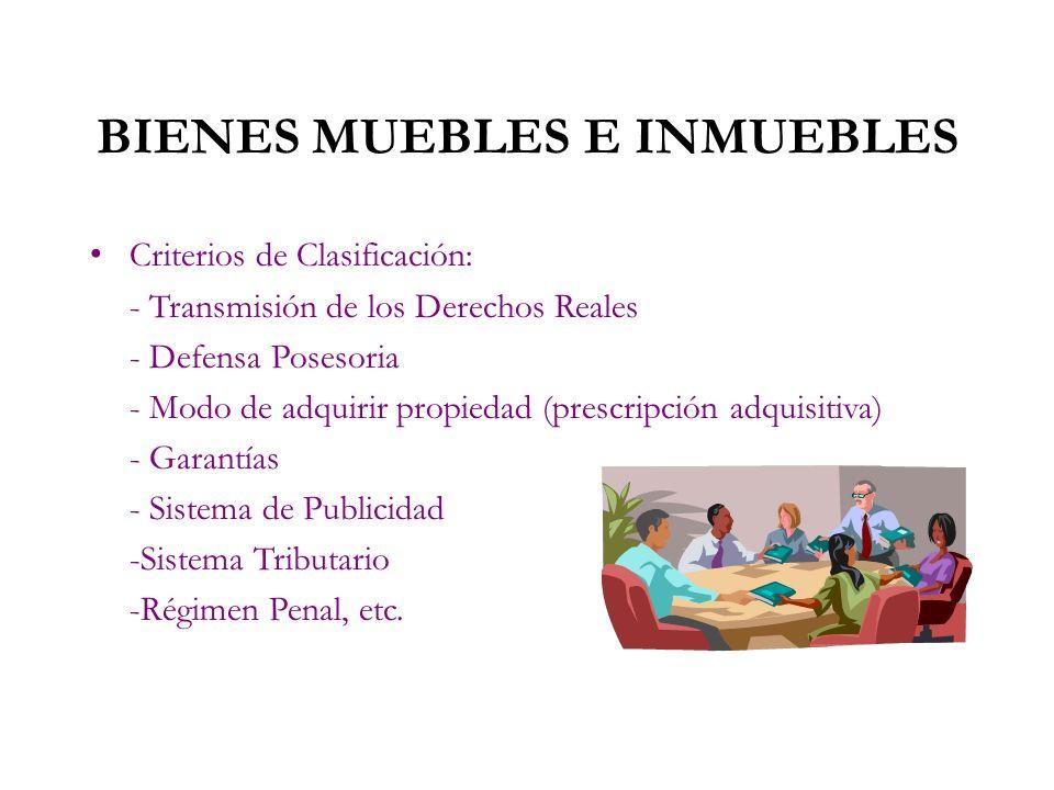 4.BIENES MUEBLES E INMUEBLES Esta clasificación adopta el criterio de Movilidad. Bien Mueble Son aquellos señalados en el ordenamiento civil, los que