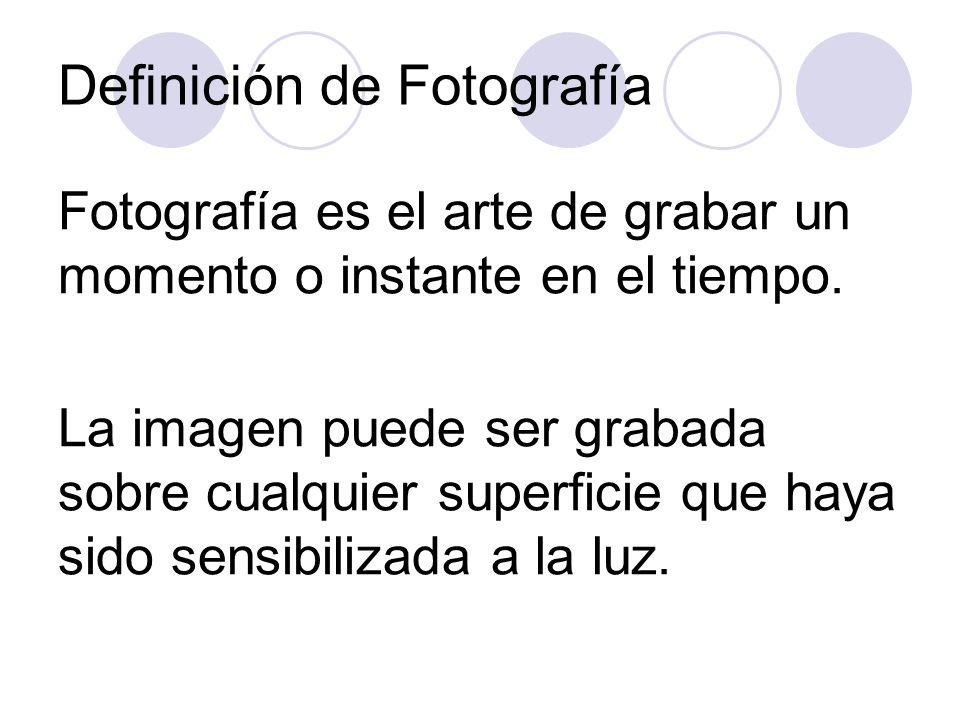 Principos del Siglo 20: Stieglitz abre una galería de arte donde se exponen fotografías como piezas de arte.