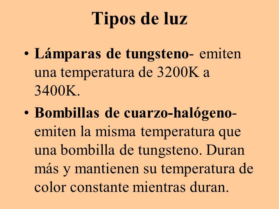 Tipos de luz Lámparas de tungsteno- emiten una temperatura de 3200K a 3400K. Bombillas de cuarzo-halógeno- emiten la misma temperatura que una bombill