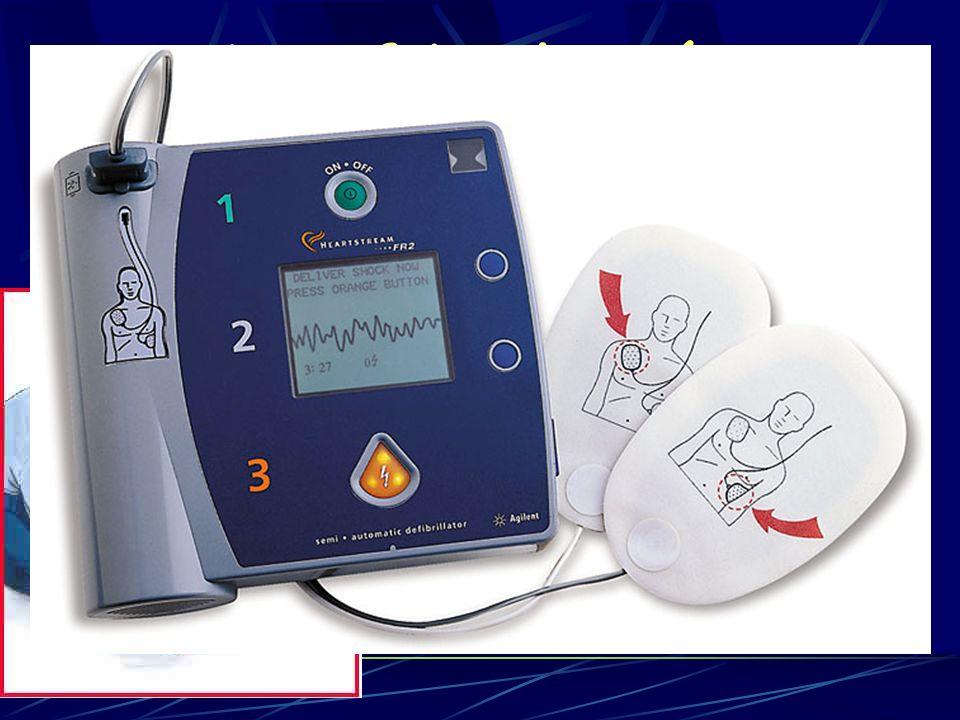 Desfibrilación 2005 1- La desfibrilación inmediata esta indicada cuando el PCR es presenciado con un DEA en el lugar.(>1 año)