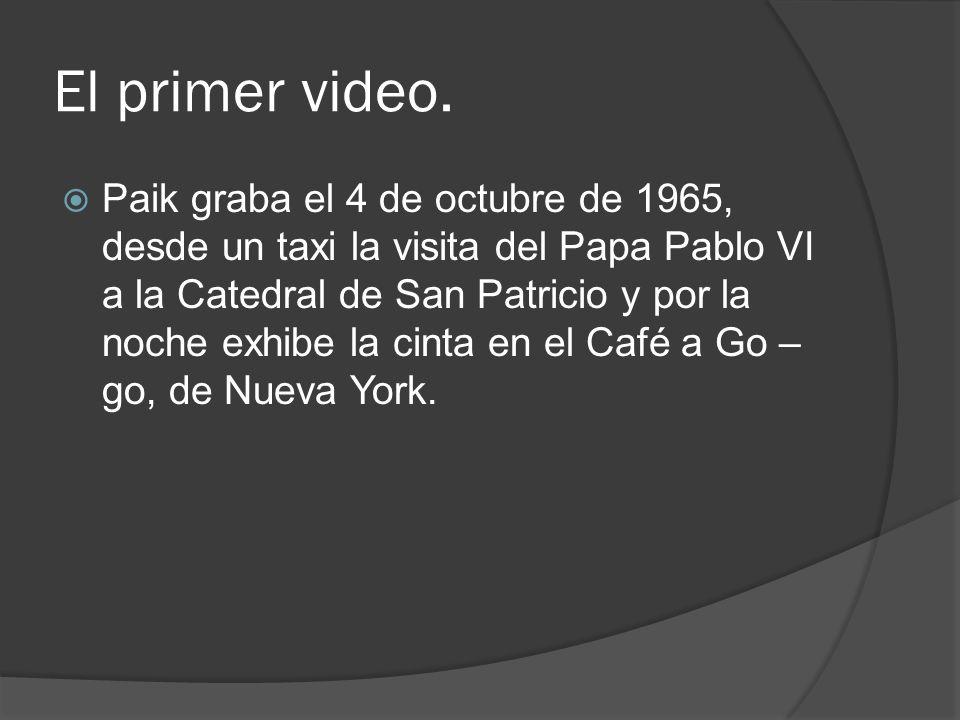 El primer video. Paik graba el 4 de octubre de 1965, desde un taxi la visita del Papa Pablo VI a la Catedral de San Patricio y por la noche exhibe la