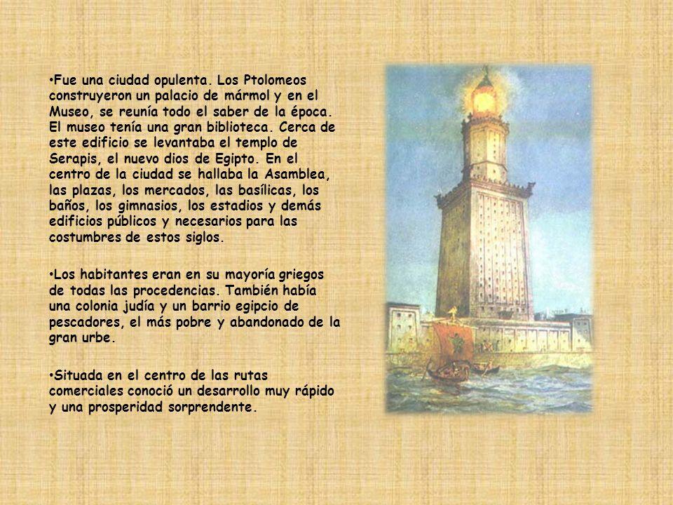 Fue una ciudad opulenta. Los Ptolomeos construyeron un palacio de mármol y en el Museo, se reunía todo el saber de la época. El museo tenía una gran b