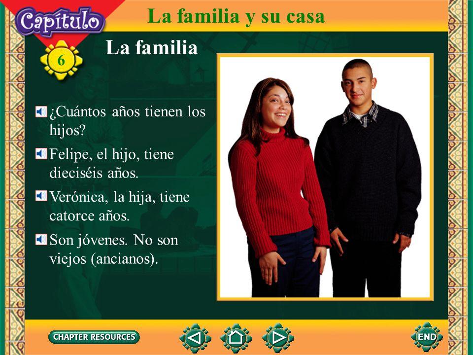 La familia La familia y su casa 6 Es la familia Moliner. Son de Quito. El señor y la señora Moliner tienen dos hijos. Tienen un hijo, Felipe, y una hi