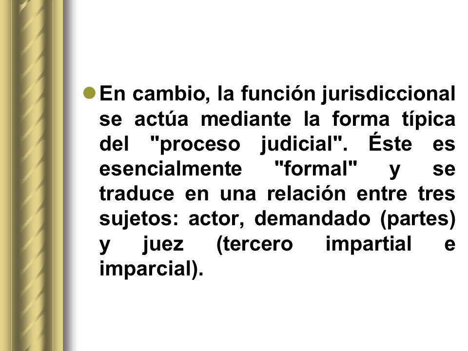 En cambio, la función jurisdiccional se actúa mediante la forma típica del
