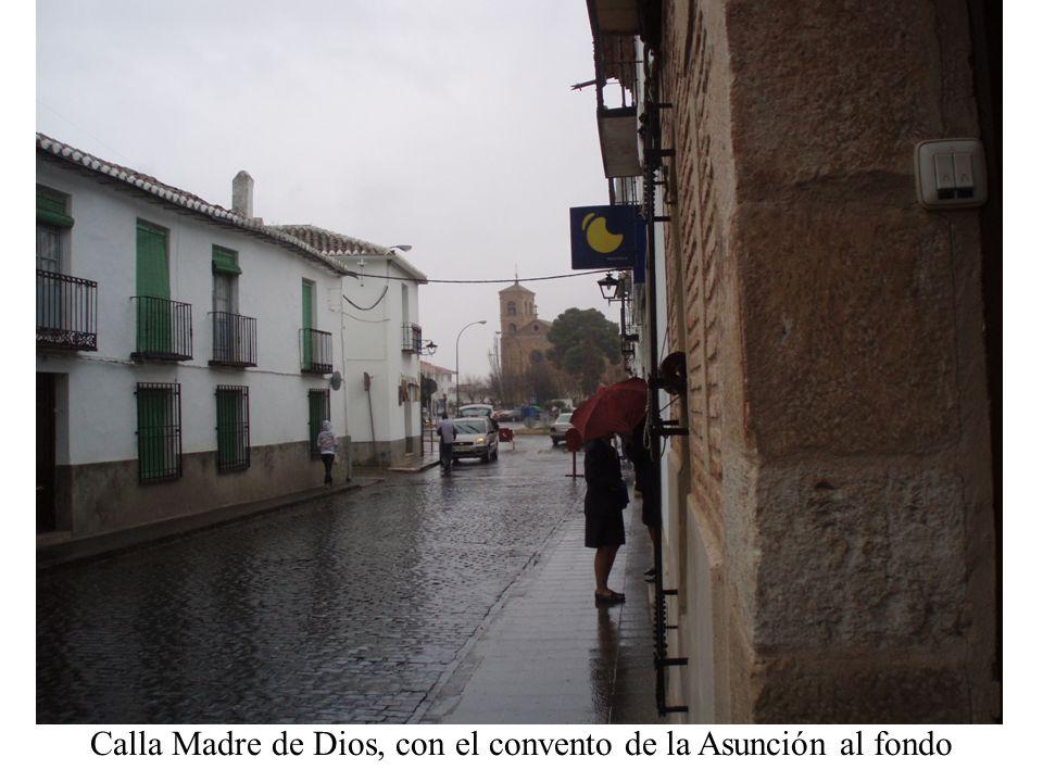 Calla Madre de Dios, con el convento de la Asunción al fondo