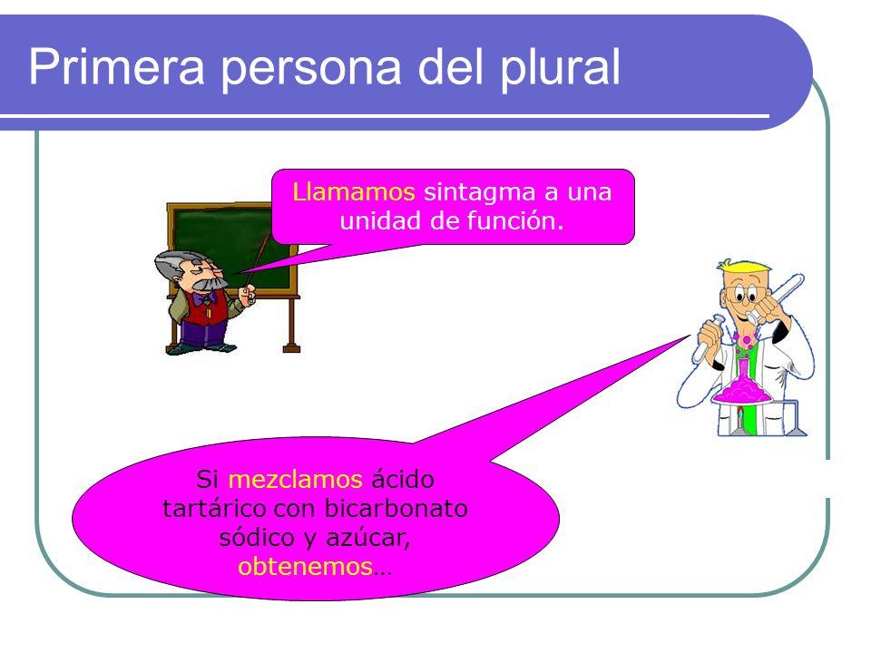 Tercera persona del plural Llaman a la puerta. Dada la situación, esta oración es impersonal (ocasional o eventual)