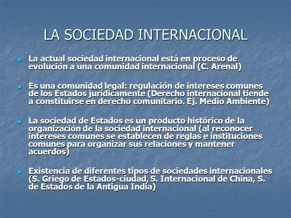 LA SOCIEDAD INTERNACIONAL La actual sociedad internacional está en proceso de evolución a una comunidad internacional (C. Arenal) La actual sociedad i