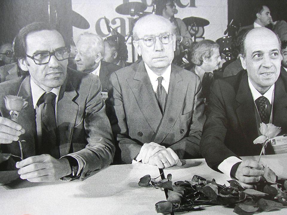 No obstante, Calvo Sotelo llevó a cabo una decidida política exterior: INGRESO de ESPAÑA en la OTAN y avanzaron las negociaciones para el ingreso en la Comunidad Europea (cuyo ingreso se había solicitado en 1977).