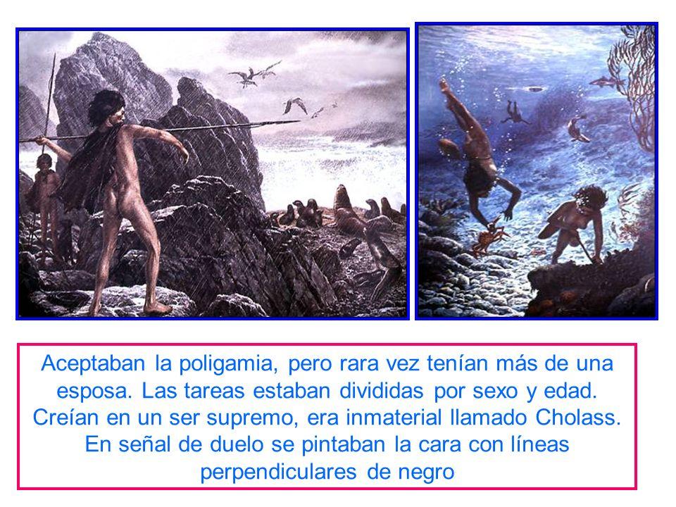 Se ubicaban entre la península de Taitao y el Estrecho de Magallanes. Embarcaciones construidas con la corteza del árbol llamado Haya. Era de una sola