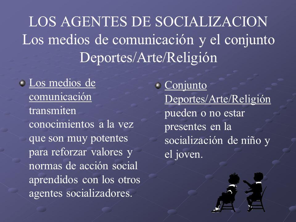 LOS AGENTES DE SOCIALIZACION Los medios de comunicación y el conjunto Deportes/Arte/Religión Los medios de comunicación transmiten conocimientos a la