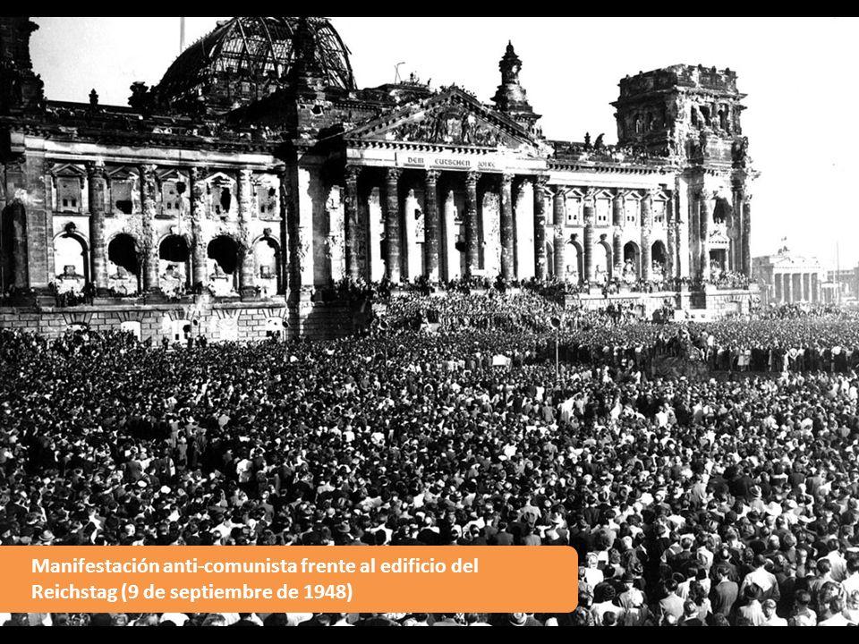 Manifestación anti-comunista frente al edificio del Reichstag (9 de septiembre de 1948)