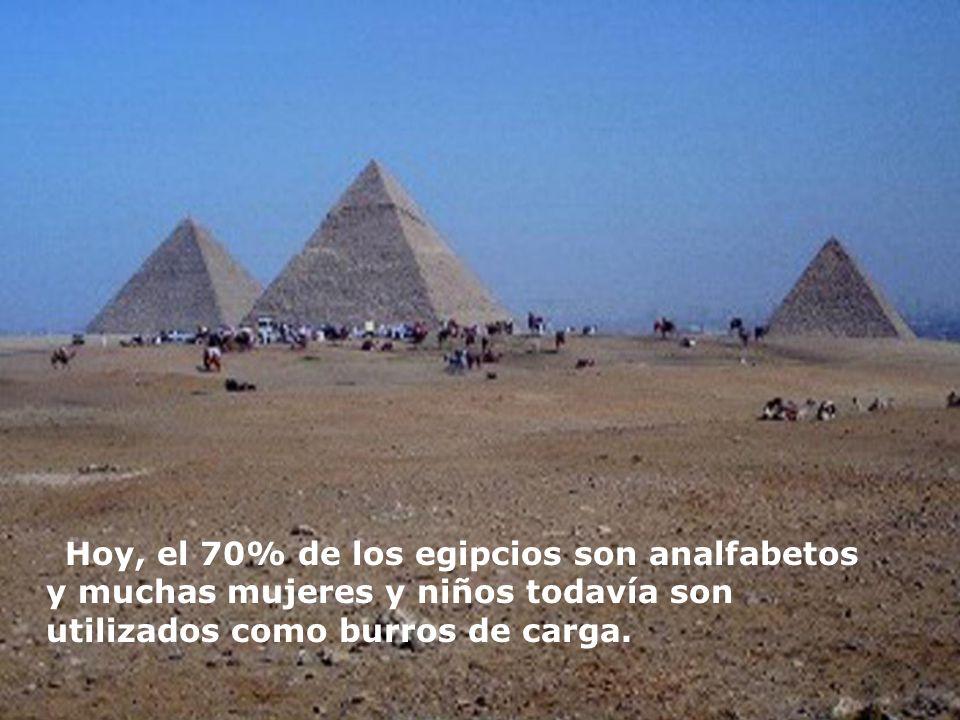 Hoy, el 70% de los egipcios son analfabetos y muchas mujeres y niños todavía son utilizados como burros de carga.