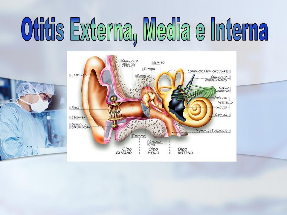 Prurito; al avanzar la inflamación, esta producirá un dolor intenso y un edema marcado del conducto auditivo externo.