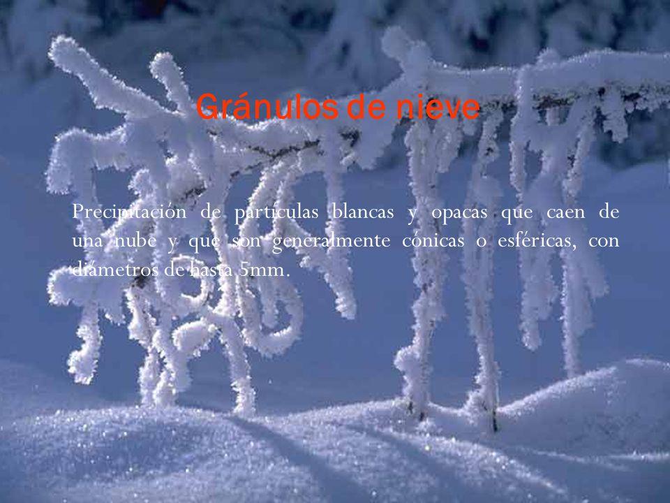 Gránulos de nieve Precipitación de partículas blancas y opacas que caen de una nube y que son generalmente cónicas o esféricas, con diámetros de hasta 5mm.