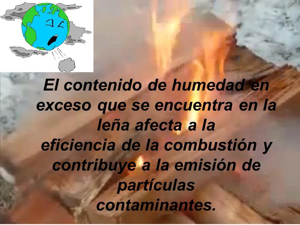 El contenido de humedad en exceso que se encuentra en la leña afecta a la eficiencia de la combustión y contribuye a la emisión de partículas contamin