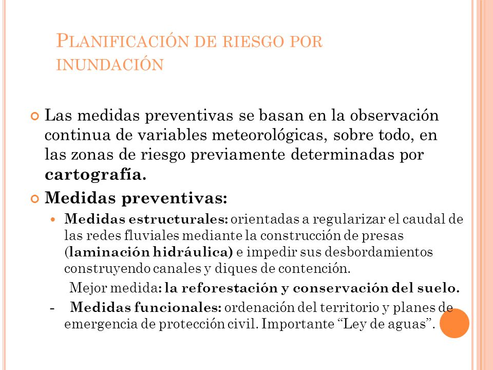 P LANIFICACIÓN DE RIESGO POR INUNDACIÓN Las medidas preventivas se basan en la observación continua de variables meteorológicas, sobre todo, en las zonas de riesgo previamente determinadas por cartografía.
