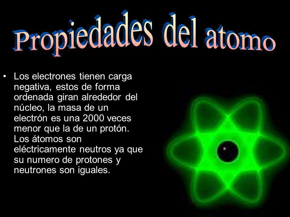Los electrones tienen carga negativa, estos de forma ordenada giran alrededor del núcleo, la masa de un electrón es una 2000 veces menor que la de un protón.