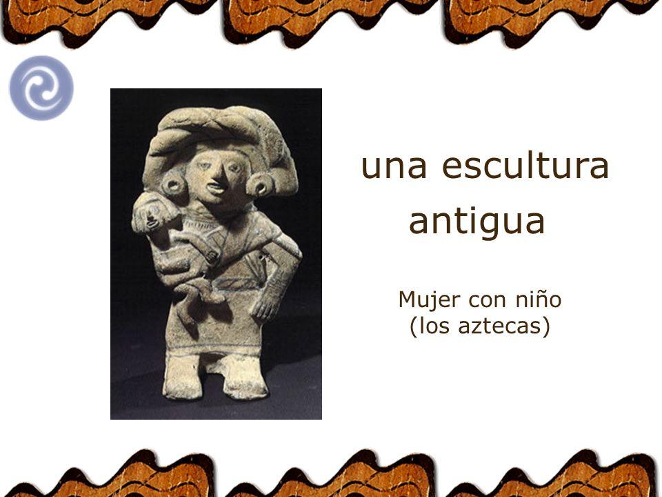 una escultura antigua Mujer con niño (los aztecas)