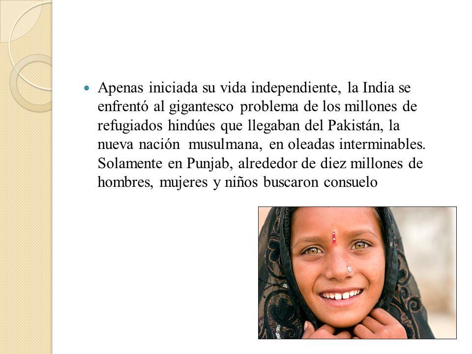 Apenas iniciada su vida independiente, la India se enfrentó al gigantesco problema de los millones de refugiados hindúes que llegaban del Pakistán, la