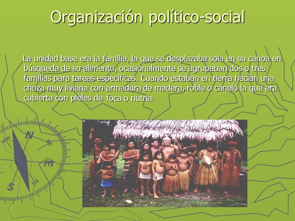 Organización político-social La unidad base era la familia, la que se desplazaba sola en su canoa en búsqueda de su alimento, ocasionalmente se agrupaban dos o tres familias para tareas específicas.