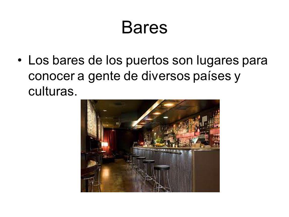 Bares Los bares de los puertos son lugares para conocer a gente de diversos países y culturas.