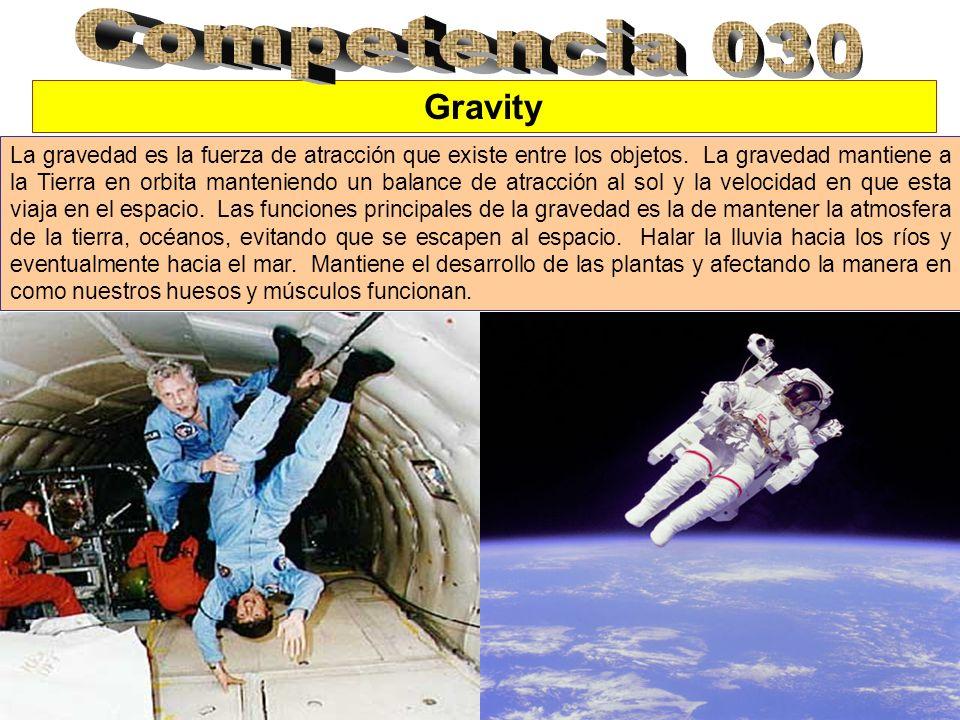 Gravity La gravedad es la fuerza de atracción que existe entre los objetos. La gravedad mantiene a la Tierra en orbita manteniendo un balance de atrac