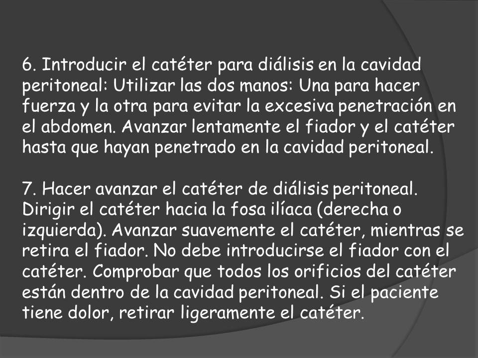 6. Introducir el catéter para diálisis en la cavidad peritoneal: Utilizar las dos manos: Una para hacer fuerza y la otra para evitar la excesiva penet