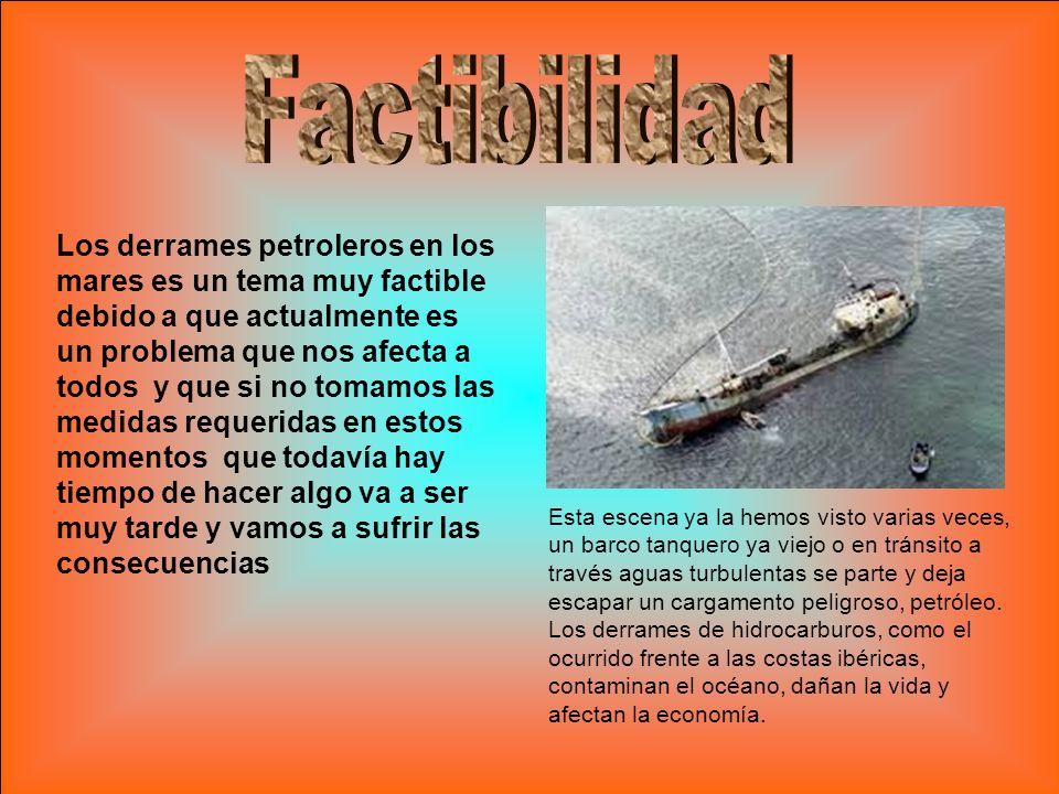 Esta escena ya la hemos visto varias veces, un barco tanquero ya viejo o en tránsito a través aguas turbulentas se parte y deja escapar un cargamento peligroso, petróleo.