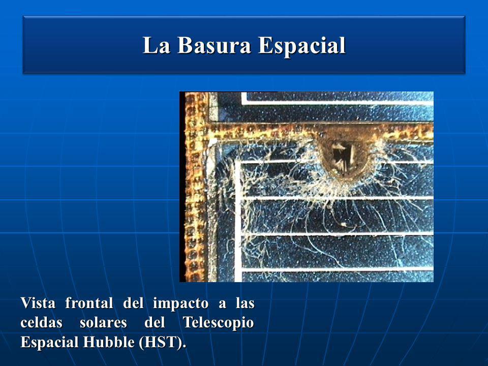 La Basura Espacial Vista frontal del impacto a las celdas solares del Telescopio Espacial Hubble (HST).