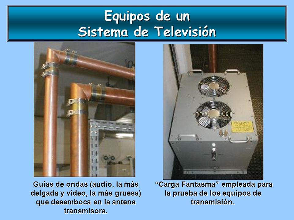 Guías de ondas (audio, la más delgada y video, la más gruesa) que desemboca en la antena transmisora. Carga Fantasma empleada para la prueba de los eq