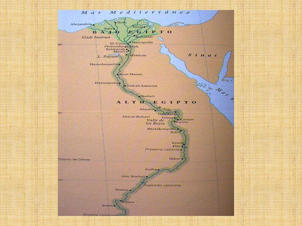 - Sociedad.La sociedad egipcia estaba fuertemente jerarquizada.