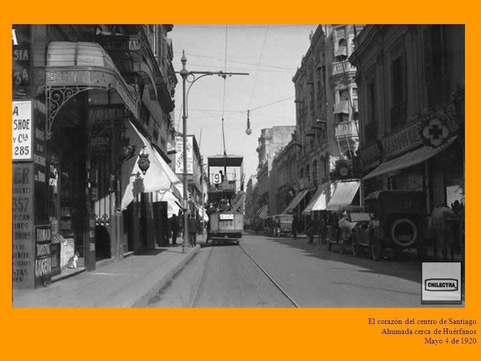 Alameda desde Plaza Italia al poniente Trabajos de adecuación de las líneas del tranvía eléctrico Diciembre 12 de 1927