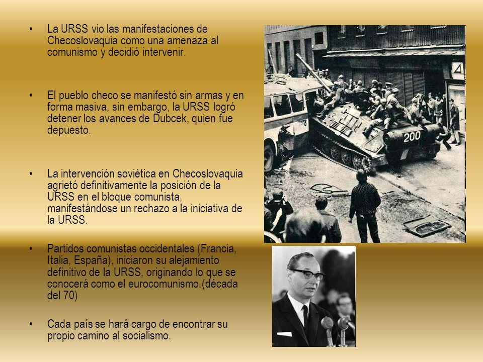 La URSS vio las manifestaciones de Checoslovaquia como una amenaza al comunismo y decidió intervenir. El pueblo checo se manifestó sin armas y en form