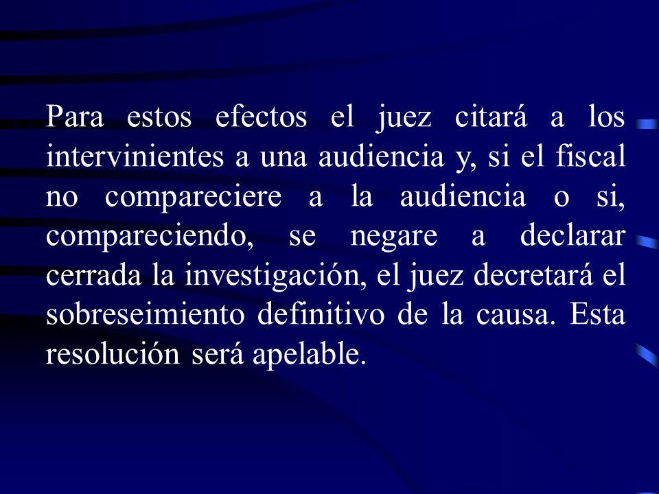 Para estos efectos el juez citará a los intervinientes a una audiencia y, si el fiscal no compareciere a la audiencia o si, compareciendo, se negare a