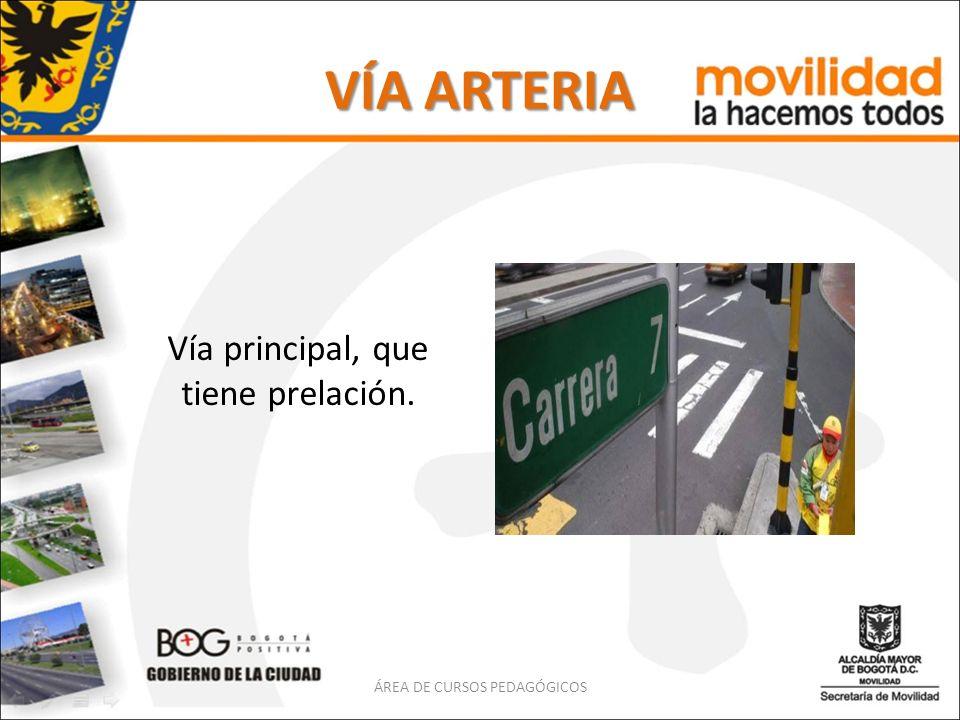 VÍA PRINCIPAL Vía de un sistema con prelación de tránsito sobre las vías ordinarias.