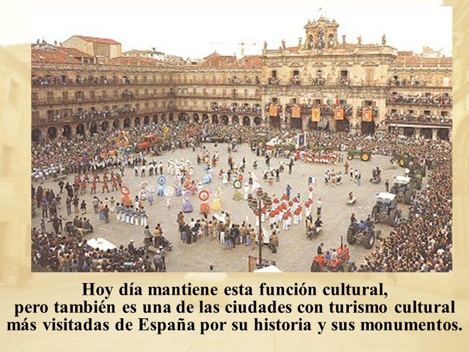 Hoy día mantiene esta función cultural, pero también es una de las ciudades con turismo cultural más visitadas de España por su historia y sus monumen