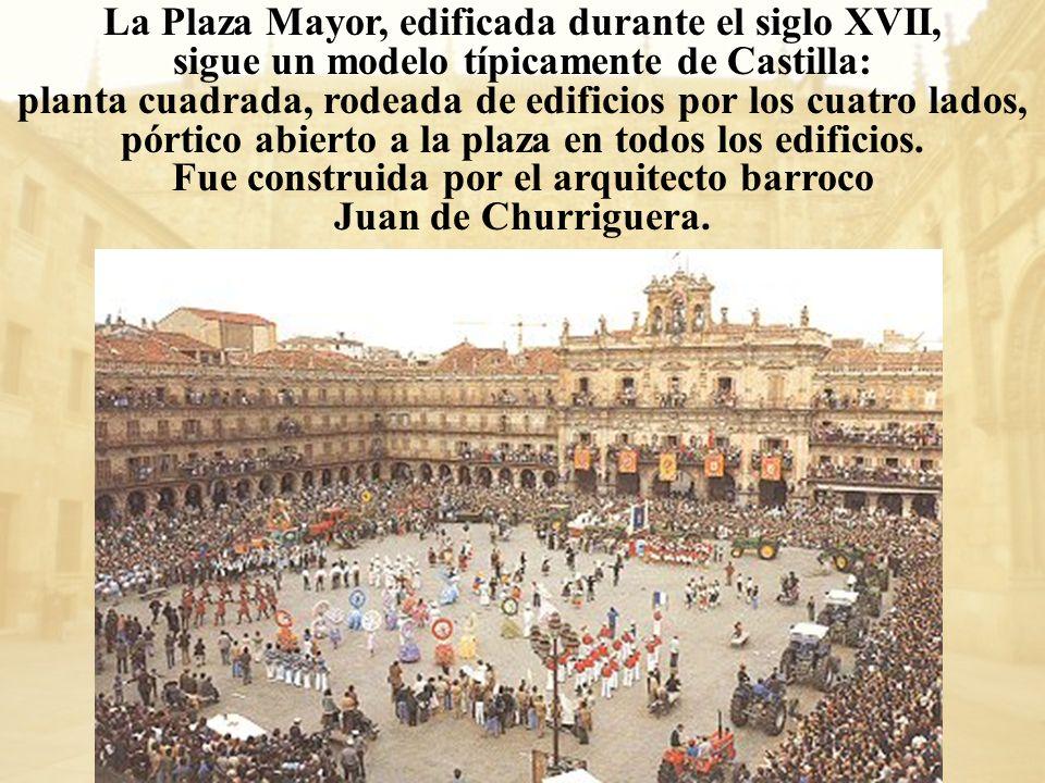 La Plaza Mayor, edificada durante el siglo XVII, sigue un modelo típicamente de Castilla: planta cuadrada, rodeada de edificios por los cuatro lados,