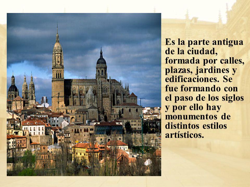 Es la parte antigua de la ciudad, formada por calles, plazas, jardines y edificaciones. Se fue formando con el paso de los siglos y por ello hay monum